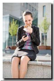 Смартфон во время еды